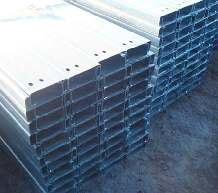 c型钢适用范围:c型钢广泛用于钢结构建筑的檩条